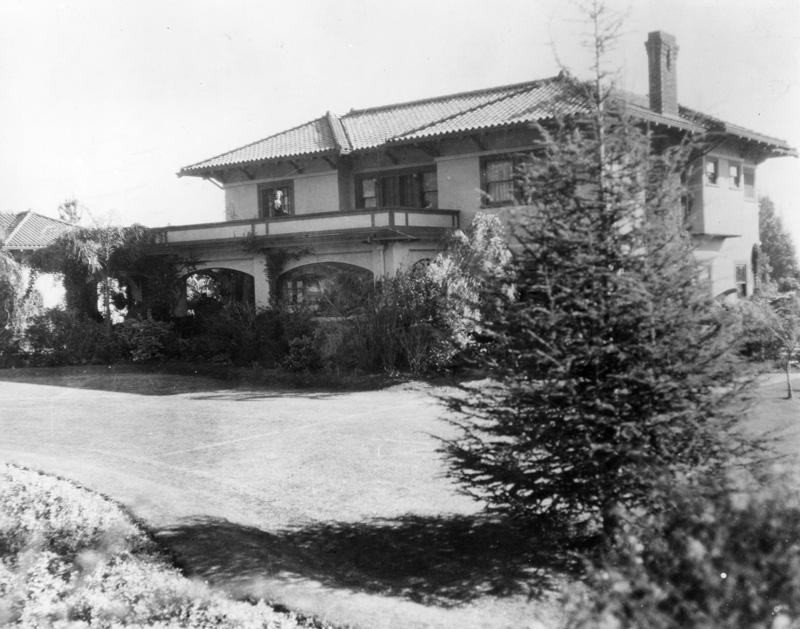 Hayvenhurst c. 1917 - woman on balcony is likely Katherine Hay