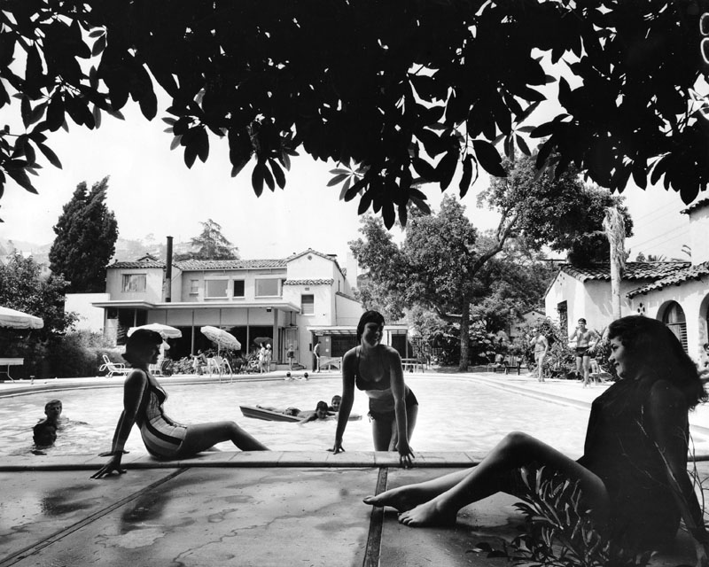 A photograph promoting poolside life at the Garden of Allah, 1950s