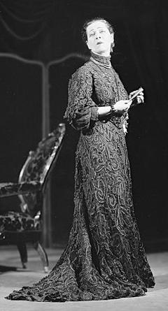 Alla Nazimova-as Madame Ranevsky in 'The Cherry Orchard'